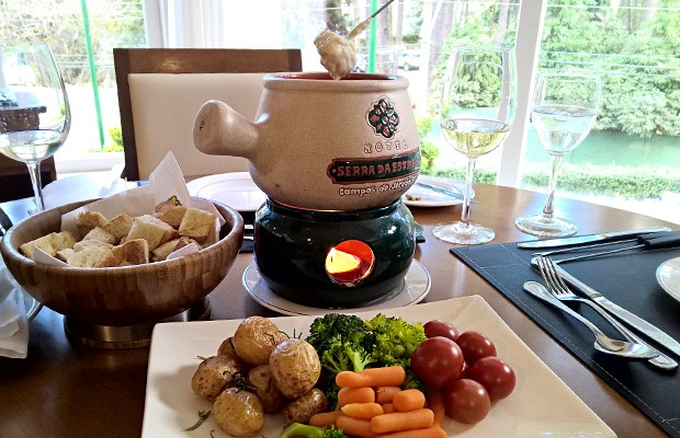 alq15-fondue-queijo
