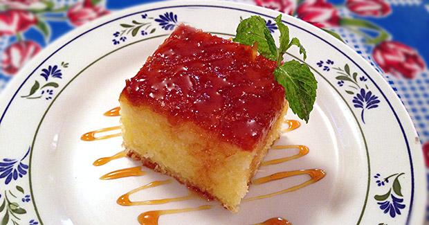 Aproveite o feriado e prepare um bolo de macaxeira caramelado