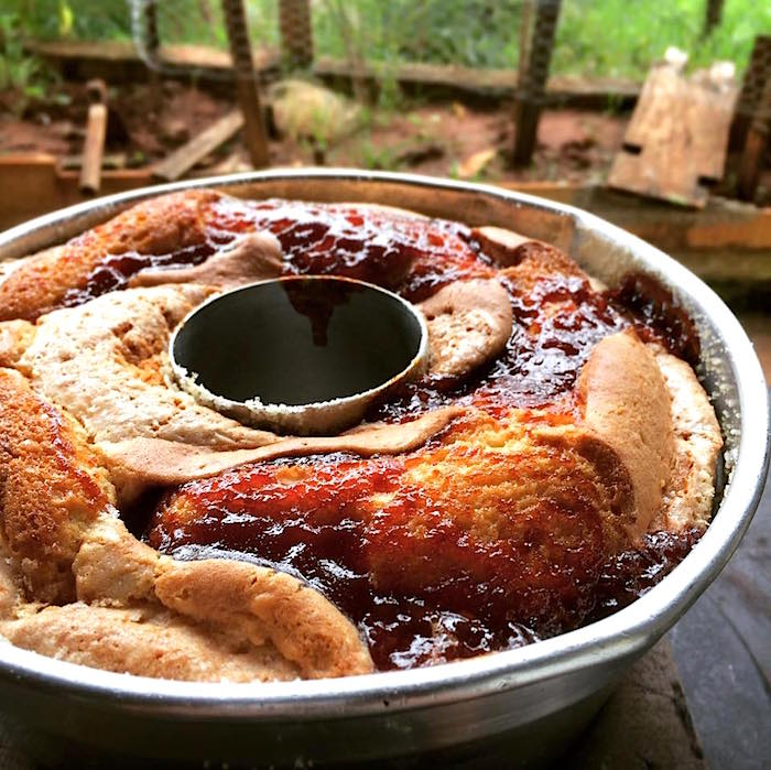 Prepare um bolo de parmesão com goiabada
