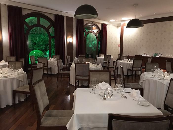 salão do restaurante Araucária