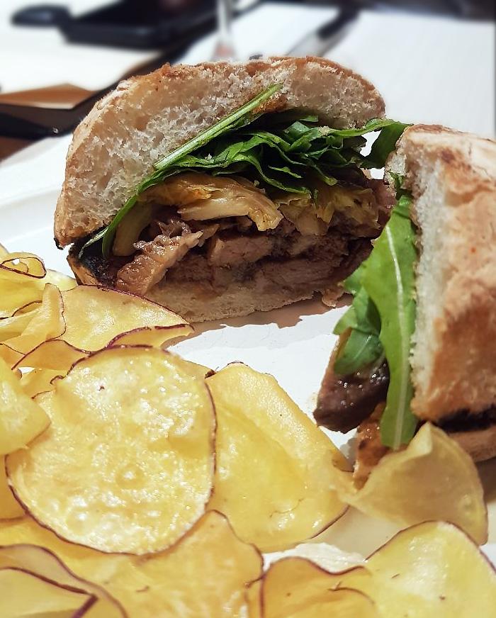 sanduíche de brisket braseado